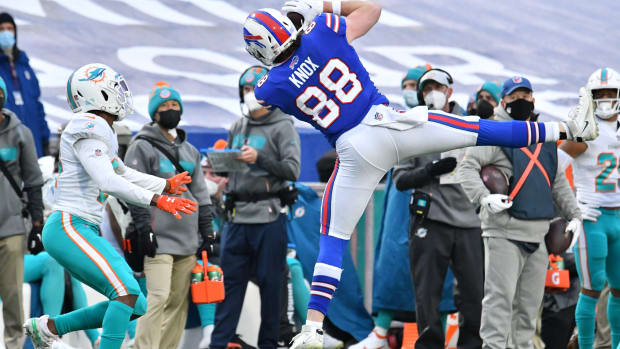 Bills tight end Dawson Knox (88) makes a catch in front of Miami Dolphins free safety Eric Rowe (21).