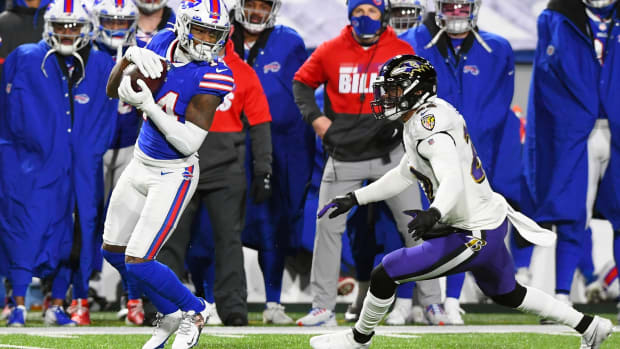 Bills wide receiver Stefon Diggs (14) catches a pass in front of Baltimore Ravens cornerback Jimmy Smith (22).