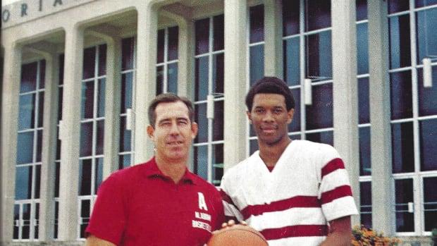 1972-73 Alabama basketball media guide cover