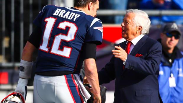 Tom Brady talks to Robert Kraft before a game