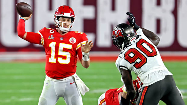 Patrick Mahomes gets pressured by Jason Pierre-Paul during Super Bowl LV.