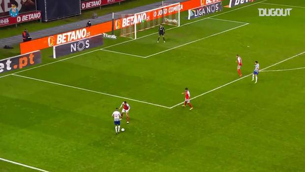 Jesús Corona stunning assist for Taremi vs Braga