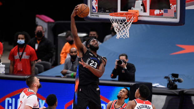 Mitchell Robinson goes for a dunk against the Wizards on Feb. 12, 2021.