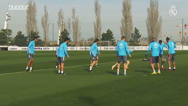 Endurance drills and ball circulation as the team prepares for LaLiga