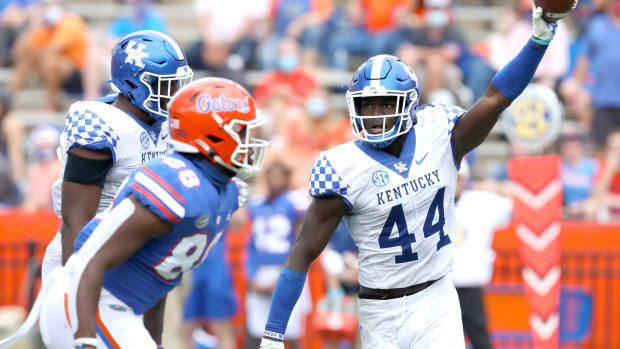 Kentucky Wildcats linebacker Jamin Davis (44) comes up with a fumbles ball during a football game against the Florida Gators at Ben Hill Griffin Stadium in Gainesville, Fla. Nov. 28, 2020.