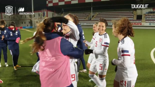 Spain women's national team celebrate qualifying for the 2022 Euro