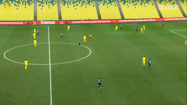 Mandanda's big mistake vs Nantes