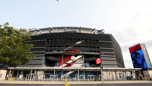 MetLife Stadium is the scene for Week 1 Monday Night Football as the Giants host the Steelers. However, the stadium will be free of fans due to the COVID-19 pandemic. Monday, September 14, 2020 Giants V Steelers Week 1.