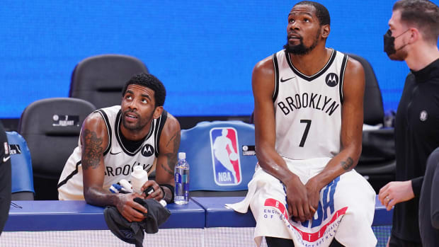 kyrie-irving-kevin-durant-nets-talking