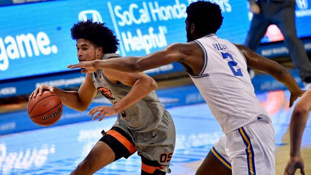 Oregon State senior point guard Ethan Thompson