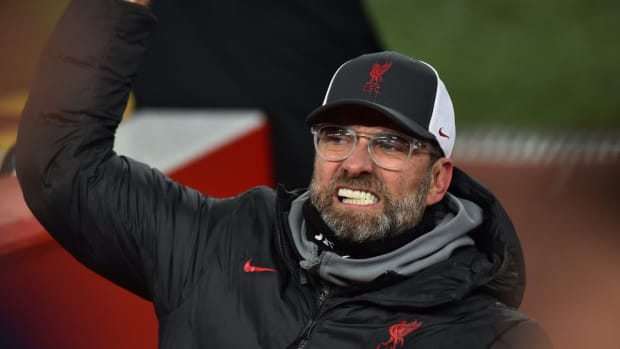 A frustrated Jurgen Klopp watches on