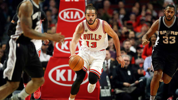 Joakim Noah handling the ball with the Bulls