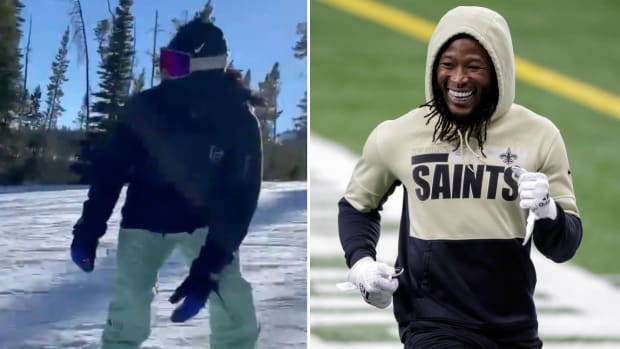Saints RB Alvin Kamara snowboarding in Montana