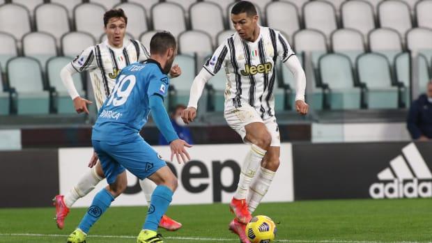Cristiano Ronaldo dribbles against Spezia.