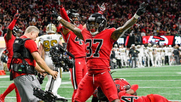 Dec 7, 2017; Atlanta, GA, USA; Atlanta Falcons safety Ricardo Allen (37) reacts after linebacker Deion Jones (45) intercepts a pass in front of New Orleans Saints tight end Josh Hill (89) during the second half at Mercedes-Benz Stadium. Mandatory Credit: Dale Zanine-USA TODAY Sports