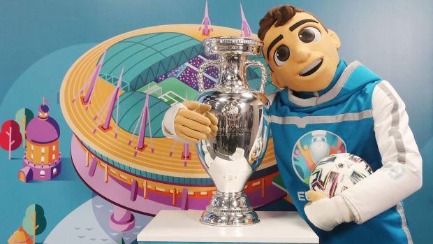 Euro-2020-Trophy-Mascot