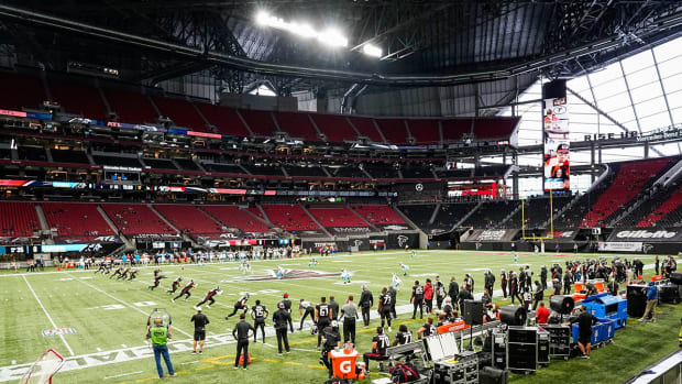 atlanta-falcons-stadium-socially-distanced