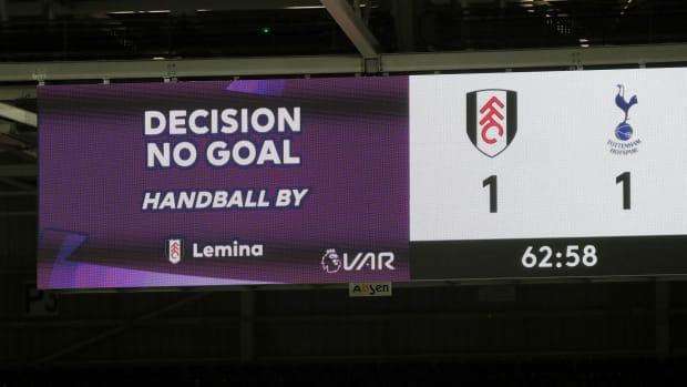 Tottenham-Fulham-Handball-IFAB