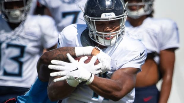Tennessee Titans Khari Blasingame (41) tries to get past outside linebacker Derick Roberson (50) during a training camp practice at Saint Thomas Sports Park Monday, Aug. 24, 2020 Nashville, Tenn.