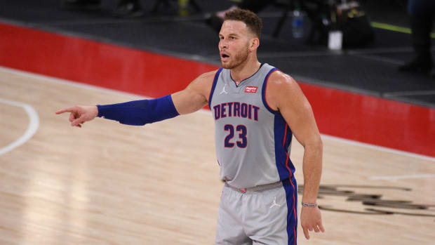 Nets sign power forward Blake Griffin