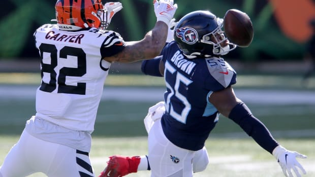 Tennessee Titans inside linebacker Jayon Brown (55) breaks up a pass intense for Cincinnati Bengals tight end Cethan Carter (82) during the first quarter of a Week 8 NFL football game, Sunday, Nov. 1, 2020, at Paul Brown Stadium in Cincinnati. Tennessee Titans At Cincinnati Bengals Nov 1