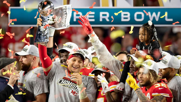 Kansas City Chiefs quarterback Patrick Mahomes (15) celebrates with the Vince Lombardi Trophy after Super Bowl LIV win over the 49ers at Hard Rock Stadium in Miami Gardens, Feb. 2, 2020. [ALLEN EYESTONE/The Palm Beach Post] Super Bowl Kansas City Chiefs Vs San Francisco 49ers © Allen Eyestone via Imagn Content Services, LLC