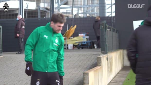 Gladbach players train hard before facing Manchester City