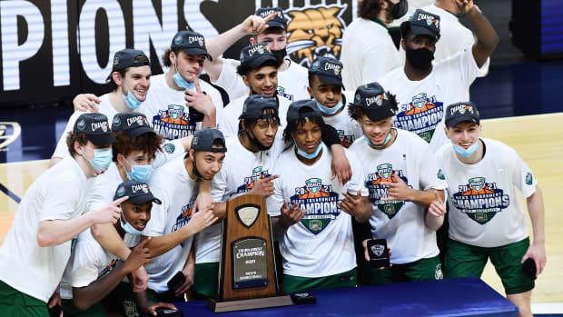 Ohio celebrates its MAC tournament title