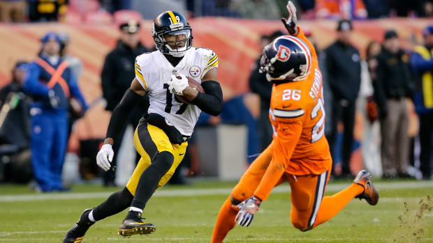 Nov 25, 2018; Denver, CO, USA; Pittsburgh Steelers wide receiver JuJu Smith-Schuster (19) runs past Denver Broncos strong safety Darian Stewart (26) on a 97 yard touchdown in the third quarter at Broncos Stadium at Mile High. Mandatory Credit: Isaiah J. Downing-USA TODAY Sports