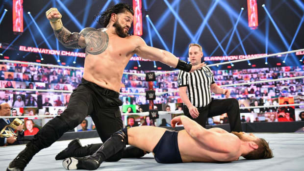 Roman Reigns punches Daniel Bryan at Elimination Chambers
