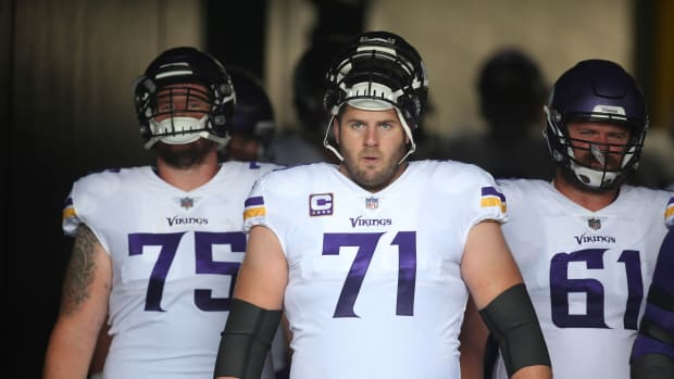 Sep 17, 2017; Pittsburgh, PA, USA; Minnesota Vikings offensive tackle Riley Reiff (71) waits to take the field against he Pittsburgh Steelers during the first quarter at Heinz Field. The Steelers won 26-9. Mandatory Credit: Charles LeClaire-USA TODAY Sports
