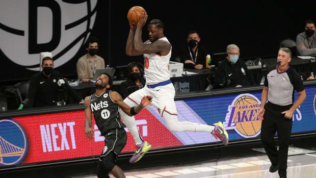 Knicks power forward Julius Randle travels