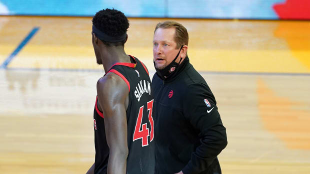 Coach Nick Nurse talking with Pascal Siakam during the fourth quarter against the Warriors.