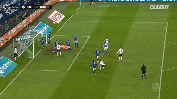 Stindl helps Gladbach hammer Schalke