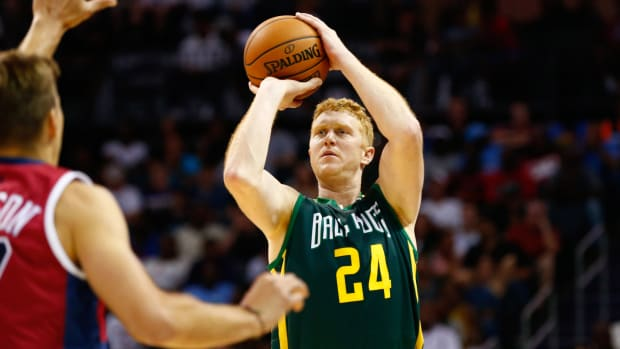 Brian Scalabrine shoots during Big3 game