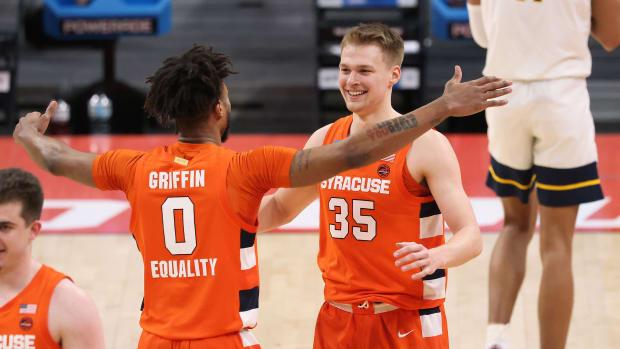 Syracuse's Alan Griffin and Buddy Boeheim embrace