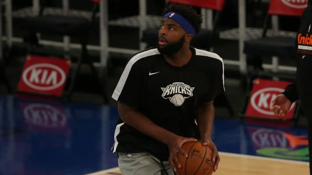 Mitchell Robinson warming up for the Knicks.