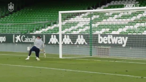 Premier League keepers De Gea and Sánchez impress in Spain training