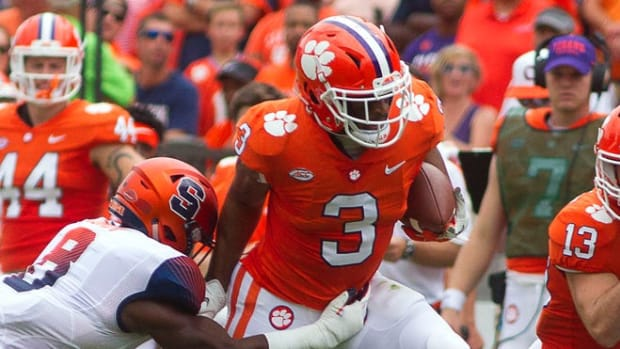 Clemson wide receiver Amari Rodgers runs after the catch against Syracuse