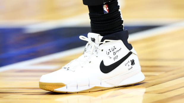 Players across the NBA paid tribute to Kobe Bryant through their sneakers.