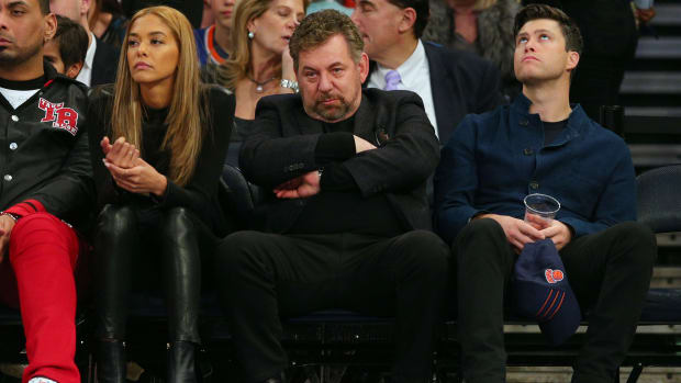 Knicks owner James Dolan sits courtside with Colin Jost