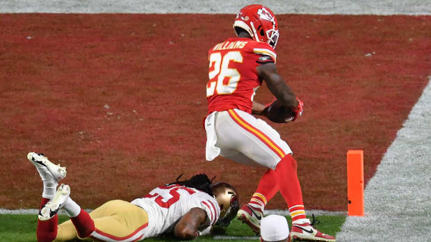 Damien Williams gets into the end zone to give the Chiefs a lead in Super Bowl LIV against the 49ers.