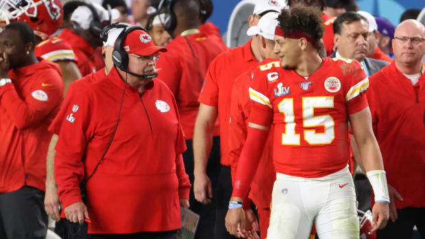 Patrick Mahomes and Andy Reid speak on the sideline during Chiefs' Super Bowl LIV win over 49ers
