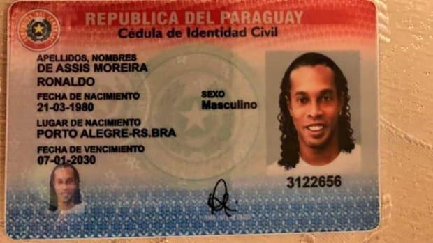 Fiscalia Paraguay shared photos of Ronaldinho's fake passport.