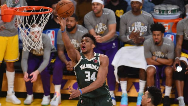 Milwaukee Bucks forward Giannis Antetokounmp moves in to score a basket ahead of Los Angeles Lakers guard Danny Green (14) during the first half at Staples Center.