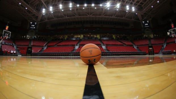 coronavirus-basketball-empty-arena