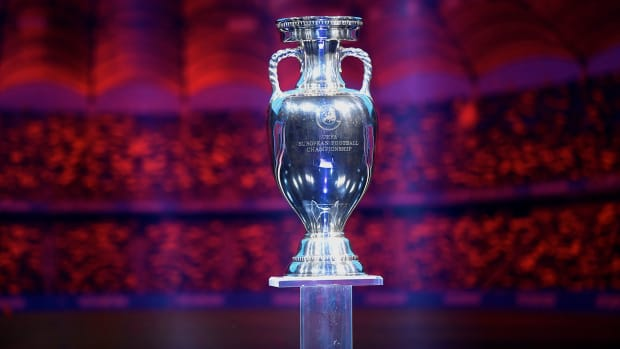 Euro-2020-Trophy-Coronavirus