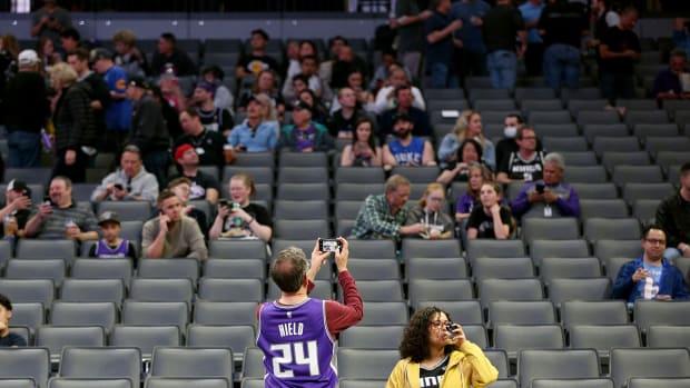 Fans Pelicans Kings