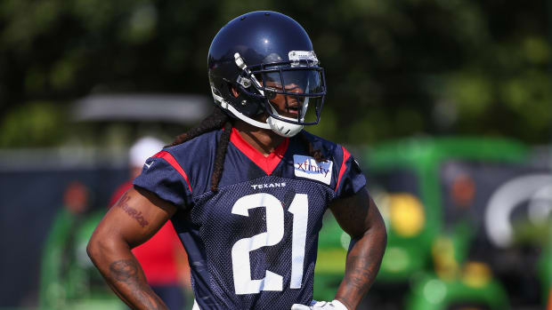 The Texans are reportedly re-signing CB Bradley Roby to a three-year deal.