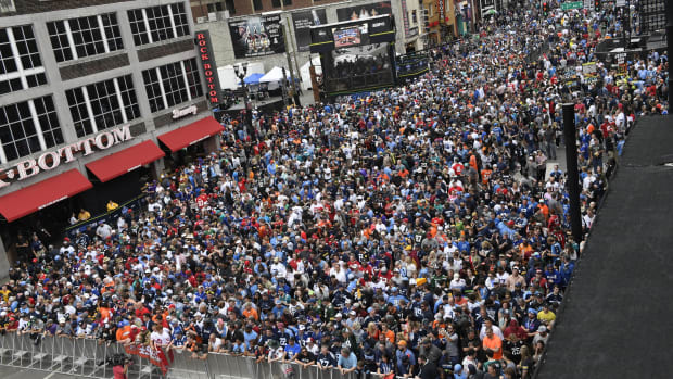Fans line Broadway in anticipation of the start of the 2019 NFL Draft in Downtown Nashville.